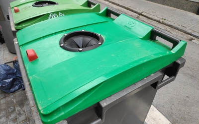 Contenidors per reciclar vidre al carrer de Capmany | Pau Duran
