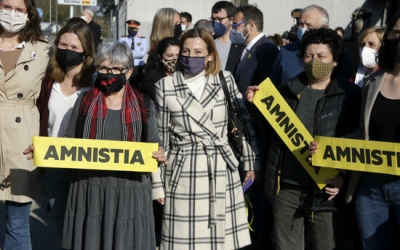 Carme Forcadell rep mostres de suport a l'arribada a l'Arxiu Nacional de Catalunya, el passat 23 de març | ACN