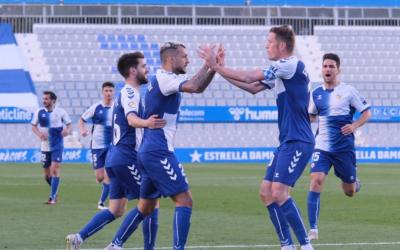 Stoichkov, celebrant ahir amb Edgar un dels seus dos gols | CES