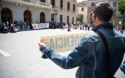 La plaça Sant Roc, amb els manifestants en suport a Forcadell/ Roger Benet