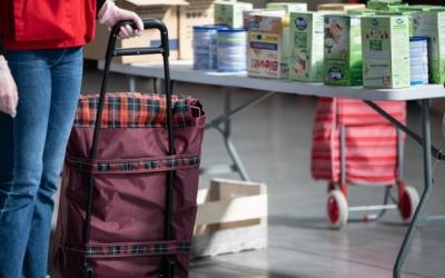 Imatge del dispositiu especial de repartiment d'aliments a Fira Sabadell | Roger Benet