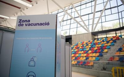 Imatge de l'interior de la Pista Coberta convertida en vacunòdrom | Roger Benet