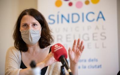 La Síndica, Eva Abellan, durant la presentació de la memòria a la premsa/ Roger Benet