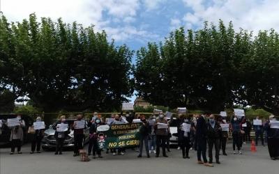 Els veïns del Poblenou es manifesten davant del Parlament | Cedida