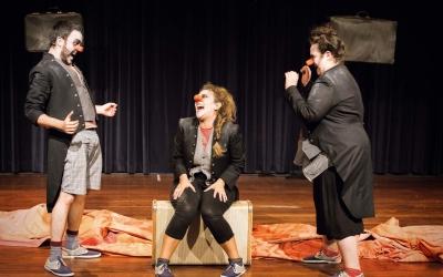 Pústula, en Gresca i laMortadefam a 'Tot esperant enWill' | Teatre del Sol