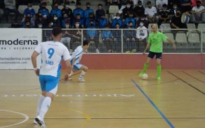 Povedano, controlant la pilota davant l'afició del Club | Sergi Park