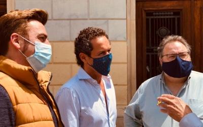 Lluís Matas, al centre, juntament amb els regidors Quim Carné i Francesc Baró | Cedida