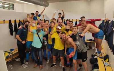 Alegria a la plantilla del Sabadell Nord després de superar Les Franqueses | @cmsilva10