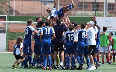 L'Infantil A arlequinat celebra el seu ascens a Divisió d'Honor | FutbaseCES