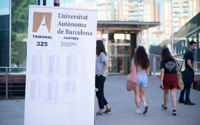 Accés al campus de la UAB de Covadonga, seu dels exàmens de la Selectivitat/ Roger Benet