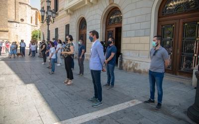 Representants municipals durant el minut de silenci/ Roger Benet