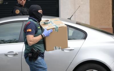 Un agent de la Guàrdia Civil a Sabadell | Roger Benet