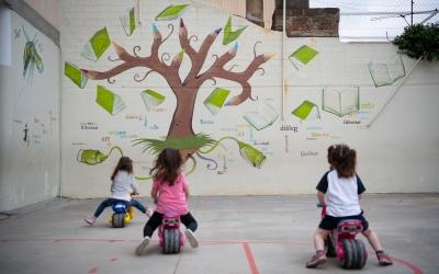 Continua la davallada de la Covid-19 a les escoles de Sabadell | Roger Benet
