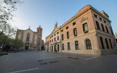 L'Ajuntament de Sabadell amb les banderes a mig pal | Roger Benet