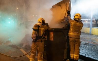 Imatge de contenidors cremant | ARXIU Roger Benet