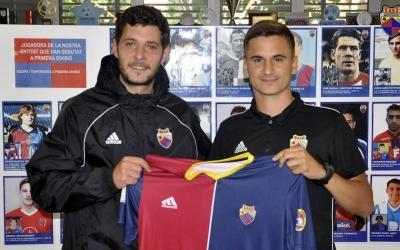 Carlos López (director esportiu) i Marc Xala, el nou entrenador del Juvenil 'A' | CE Mercantil