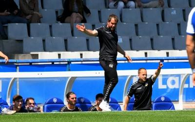 Lladó dirigint l'últim partit del Juvenil A aquesta temporada a la Nova Creu Alta | CES