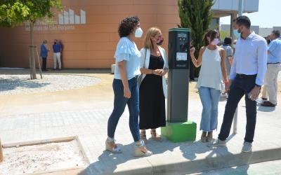 González, Menor Farrés i Llop davant del Centre d'Empreses Industrials de Can Roqueta | David Bisbal