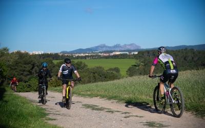 Ciclistes passejant el Rodal | Roger Benet