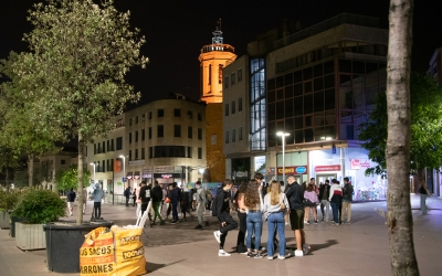Grups de Joves al Passeig la primera nit sense toc de queda | Roger Benet