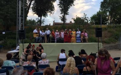 Actuació inicial del Coro Rociero de San Sebastián de los Ballesteros | Ràdio Sabadell