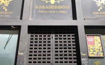 El local Sabadebidoo amb la persiana abaixada | Arxiu