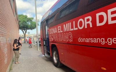 L'autobús de Banc de Sang ofereix la infraestructura per la vacunació | Mireia Sans