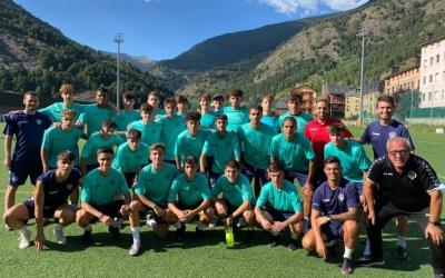 Foto de grup del Juvenil A arlequinat a l'estada a Andorra | FutbaseCES