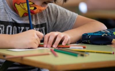 Un alumne d'una escola sabadellenca/ Roger Benet