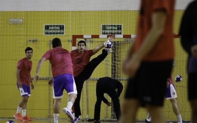 Imatge d'arxiu d'un entrenament del Creu Alta Sabadell Handbol | CASHandbol
