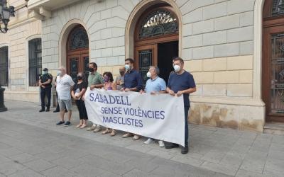 Representants municipals i d'entitats, durant l'acte institucional/ Karen Madrid