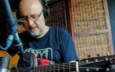 Jaume Papell, enregistrant una cançó/ Cedida Jaume Papell