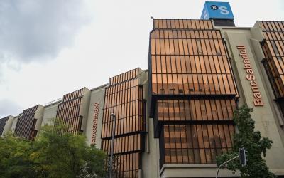Façana del Banc Sabadell a plaça de Catalunya | Roger Benet