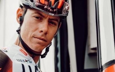 De la Cruz abans de l'etapa de La Vuelta a Lagos de Covadonga | PhotoFizza - Team UAE