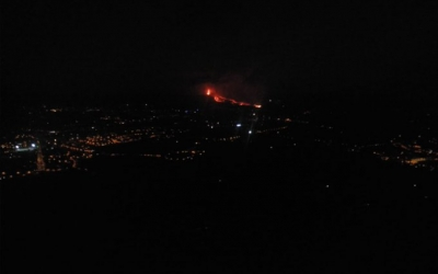 Imatge del volcà Cubre Vieja en erupció | Cedida