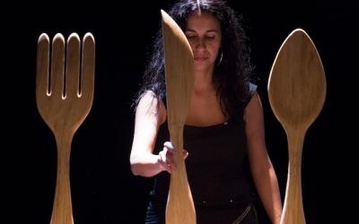 Mirna Vilasís durant una escena de l'espectacle 'De bracet'   Cedida