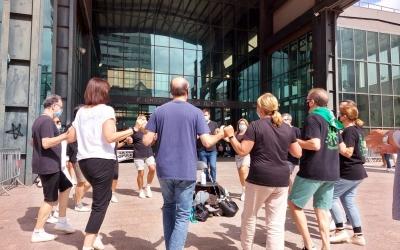 Ballada de sardanes a la plaça de la Sardana   Karen Madrid