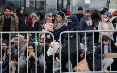 Refugiats i migrants al port de Mytilene, a l'illa de Lesbos, Grècia, el 4 de març del 2020 | Reuters
