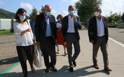 Argimon i Palao, amb altres autoritats, durant la presentació del pla a Olot/ ACN