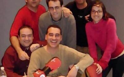 Toni Ruiz  amb  part de l'equip de professionals que van posar en marxa Ràdio Sabadell
