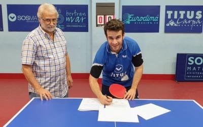 Brugada, signant el contracte amb els badalonins | Sosmatic Badalona