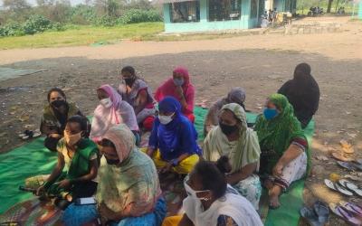 Sessió de sensibilització contra la violència masclista, sobre el terreny | Sonrisas de Bombay