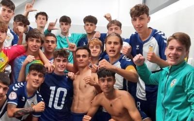 El juvenil del CES, celebrant la victòria contra el San Andreu | Twitter