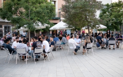 Una terrassa plena de gent | Roger Benet