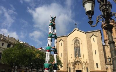 Un dels castells d'aquest migdia a la plaça | Ràdio Sabadell