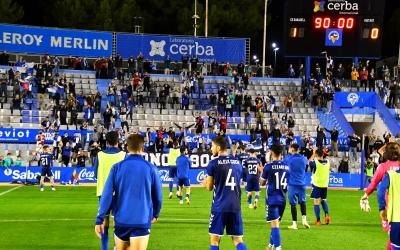 Ovació recíproca de jugadors i afició divendres a la Nova Creu Alta | CES