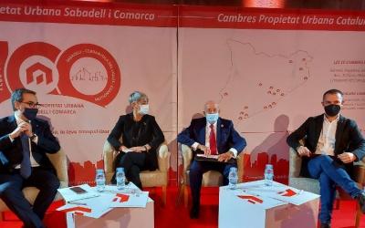 Els participants en l'acte del centenari de la Cambra de la Propietat/ Karen Madrid
